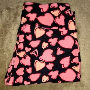 LuLaRoe Leggin Black Background Pink Red Hearts OS